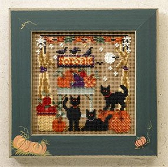 MILL HILL Buttons /& Beads  Autumn Series Counted Cross Stitch Kit BOO HOUSE