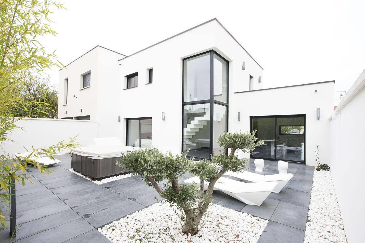 Villeurbanne : Maison contemporaine à toit plat - Agence EA ...