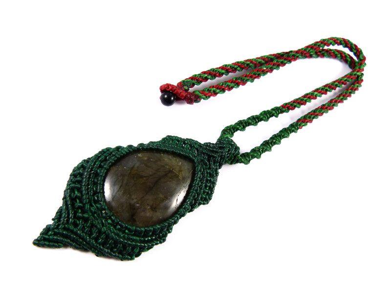 Labradorit - Labradorit Anhänger Halsband Makramee Grün Rot - ein Designerstück von Valadda bei DaWanda