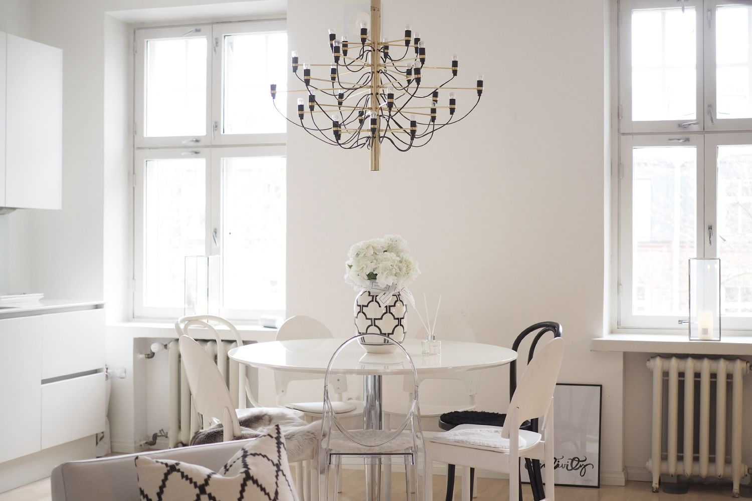 Pictures from a freshly cleaned home - modern, scandinavian style in white: http://www.idealista.fi/charandthecity/2017/01/23/freska-kotisiivous/