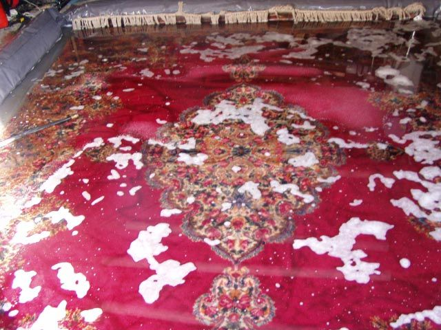 Oriental and other fine rugs need proper cleaning to prevent dye bleeds, which includes cleaning them under water #carpetrugcleaning #orientalrugcleaning #woolrugcleaning