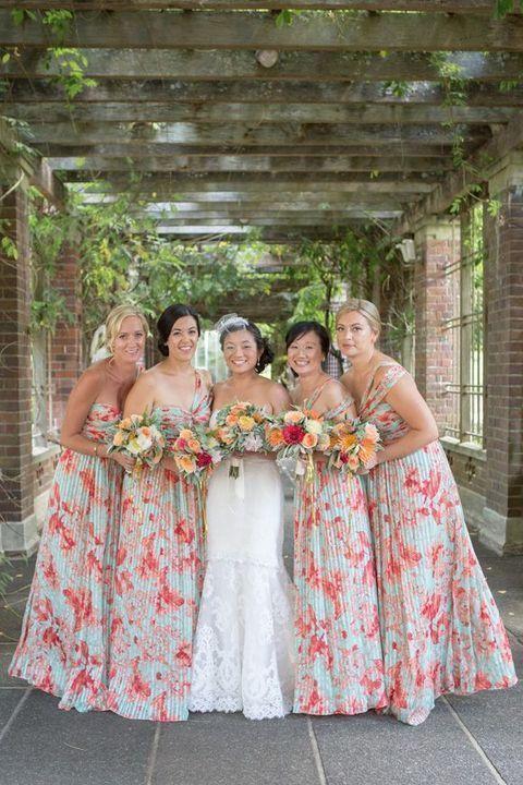 9e42b02f4a90c 23 Vestidos de Dama de Honor con Estampado Floral