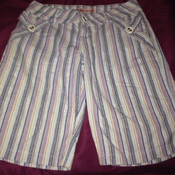 SALEVntg Multi Colored DUCK HEAD Shorts BNC ON SALE‼️Never Worn‼️ ⛳️Golf Shorts⛳️ By DUCK HEAD 4 Button Pockets Long Waisted w/Short Zipper These Shorts Have Blues Tans Pinks Lavender and a Smaller Touch of Silver THEY MATCH EVERYTHING closet policy as is no returnsBUY 3 $7 Items PICK OUT 2 DUCK HEAD Jeans Co Shorts