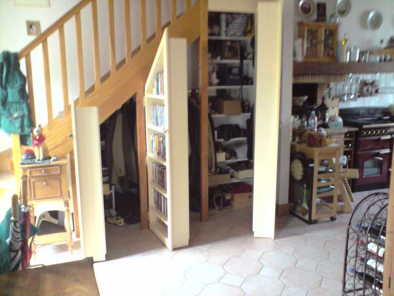 id e de rangement sous l 39 escalier recherche google id es rangement sous l 39 escalier. Black Bedroom Furniture Sets. Home Design Ideas