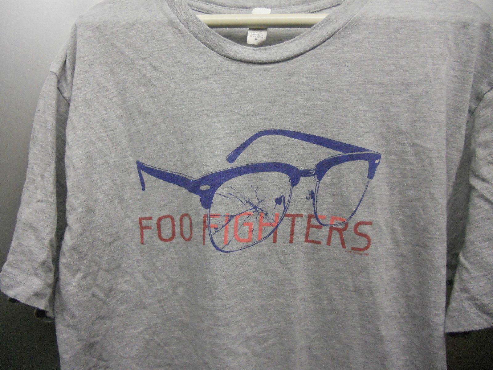 Foo Fighters Vtg Eyeglass Logo Concert Shirt 2011 Licensed Nirvana Rock Music | eBay