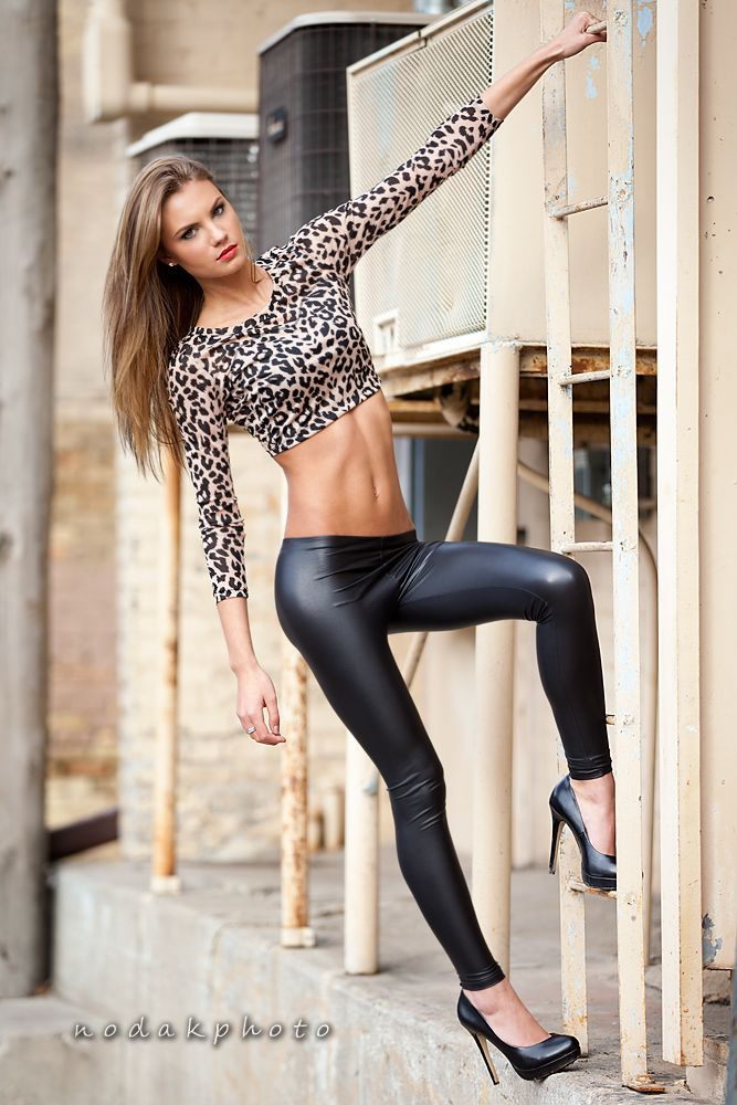d6e14de1516dd and that s how you wear leather pants.
