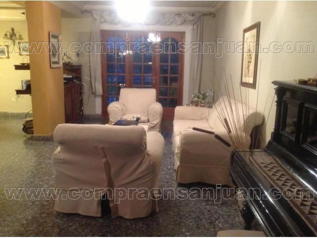 Casa, Bº San Juan 4 Dormitorios, 4 Baños Quincho Invierno/verano, Piscina, Amplio Terreno. Alquilada - Compraensanjuan.com