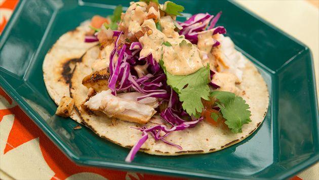 Fish Tacos With Creamy Chipotle Sauce And Pico De Gallo Recipe Food Pico De Gallo Pescados Y Mariscos Chipotle