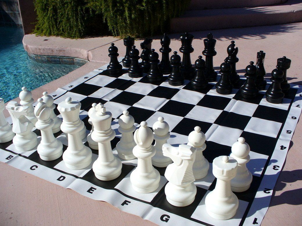 Indoor Outdoor Garden Chess Set With Vinyl Mat