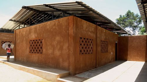 Escola De Kapalangasustainable Schools In Luanda Using Low Cost Construction And Design With Traditional Materials Layout Architecture Architecture African Hut