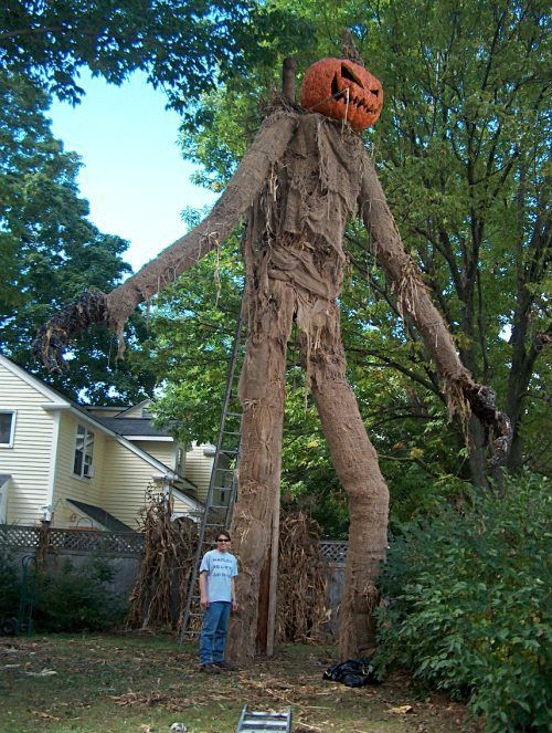 Scarecrows take all kinds (32 Photos) Scarecrows, Scary scarecrow - halloween scarecrow ideas