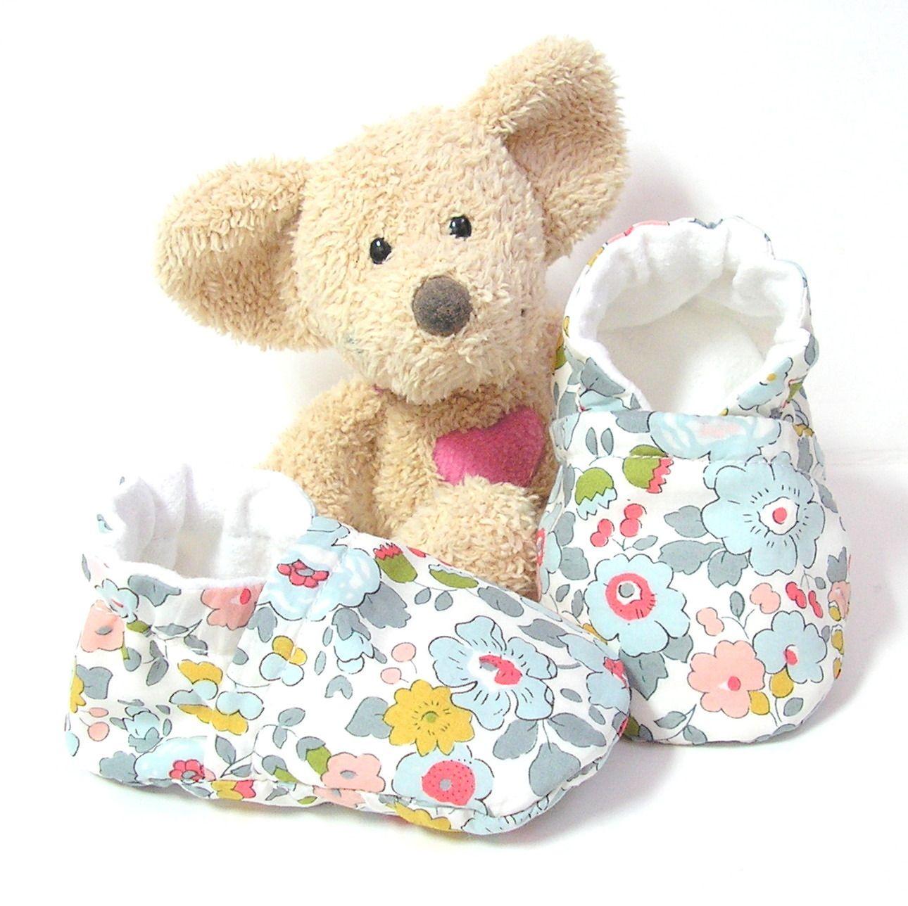 Chaussons bébé en Liberty Betsy porcelaine cheville élastique,coutures invisibles 3 mois Tricotmuse : Mode Bébé par tricotmuse