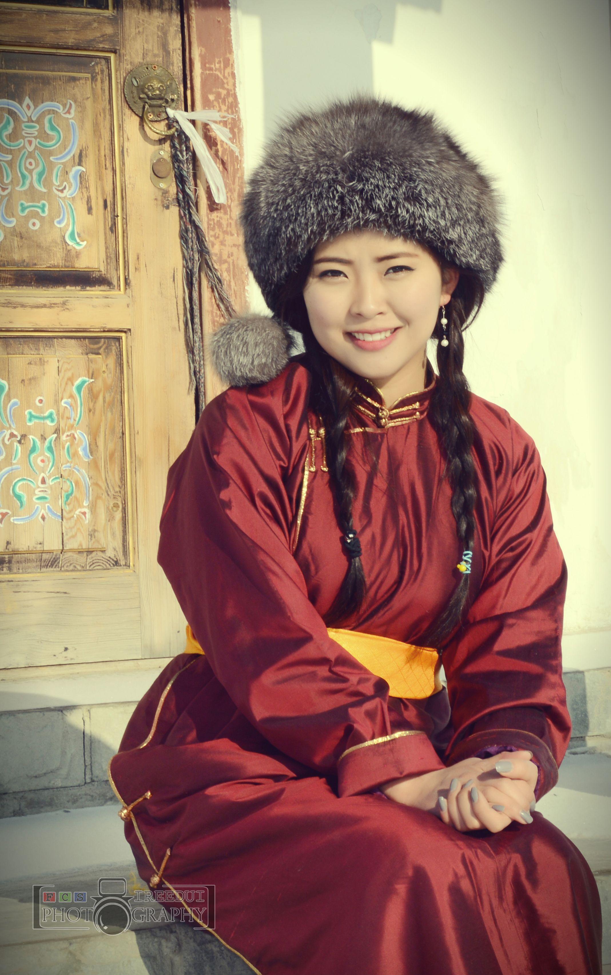 girls-mongolian-women-beach-facial-cum