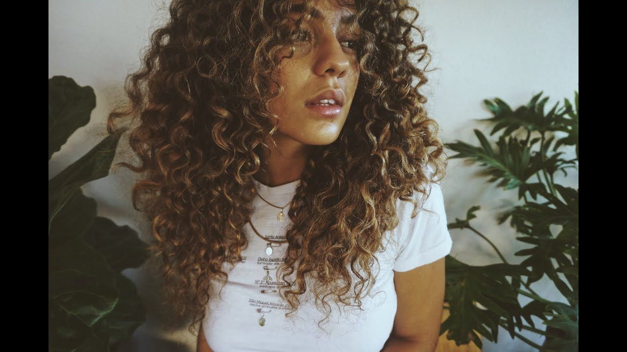 17 Gorgeous Youtube Tutorials That Are Perfect For People With Curly Hair Curly Hair Styles Naturally Curly Hair Photos Curly Hair Styles