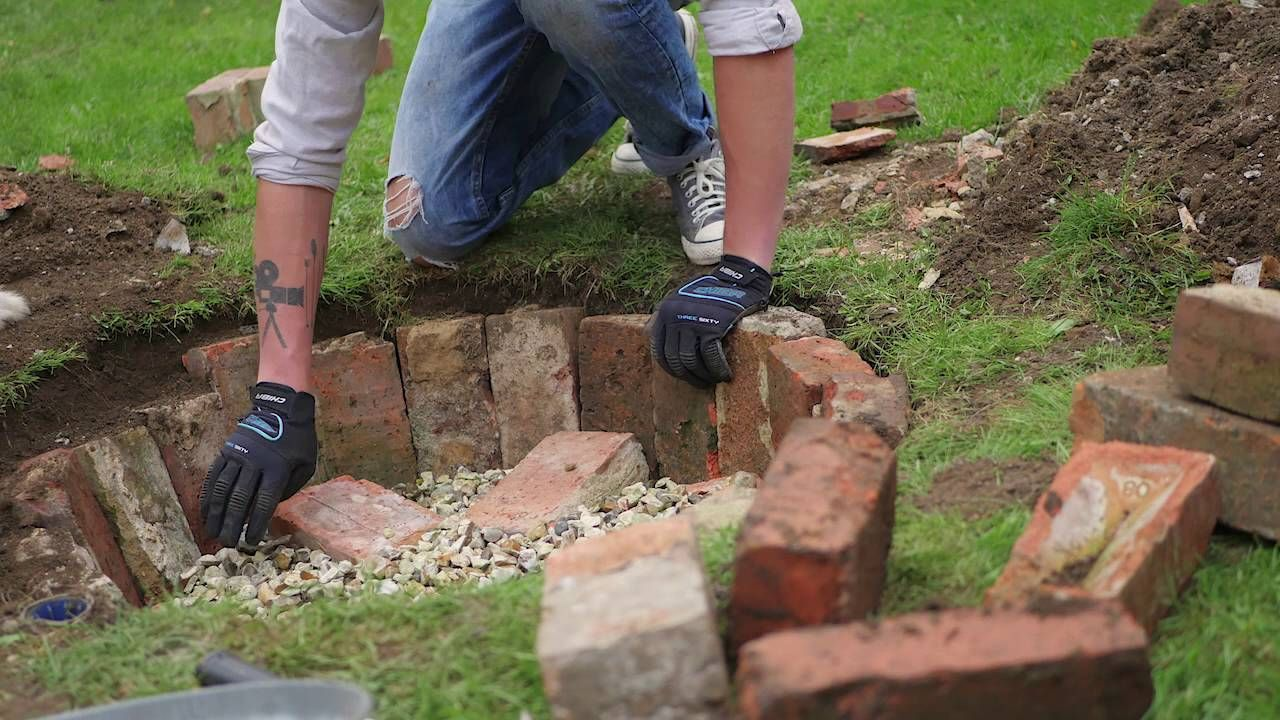 How to build a Firepit in 4 minutes!! | Fire pit, Backyard