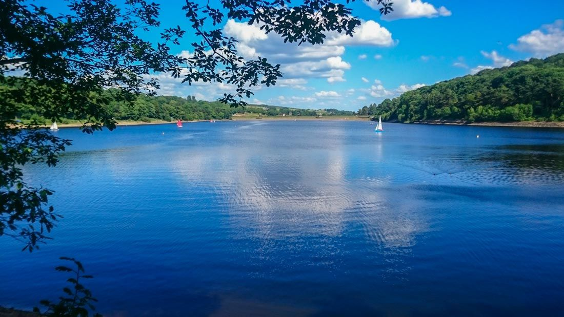 Damflask Reservoir in the Loxley Valley, South Yorkshire ...
