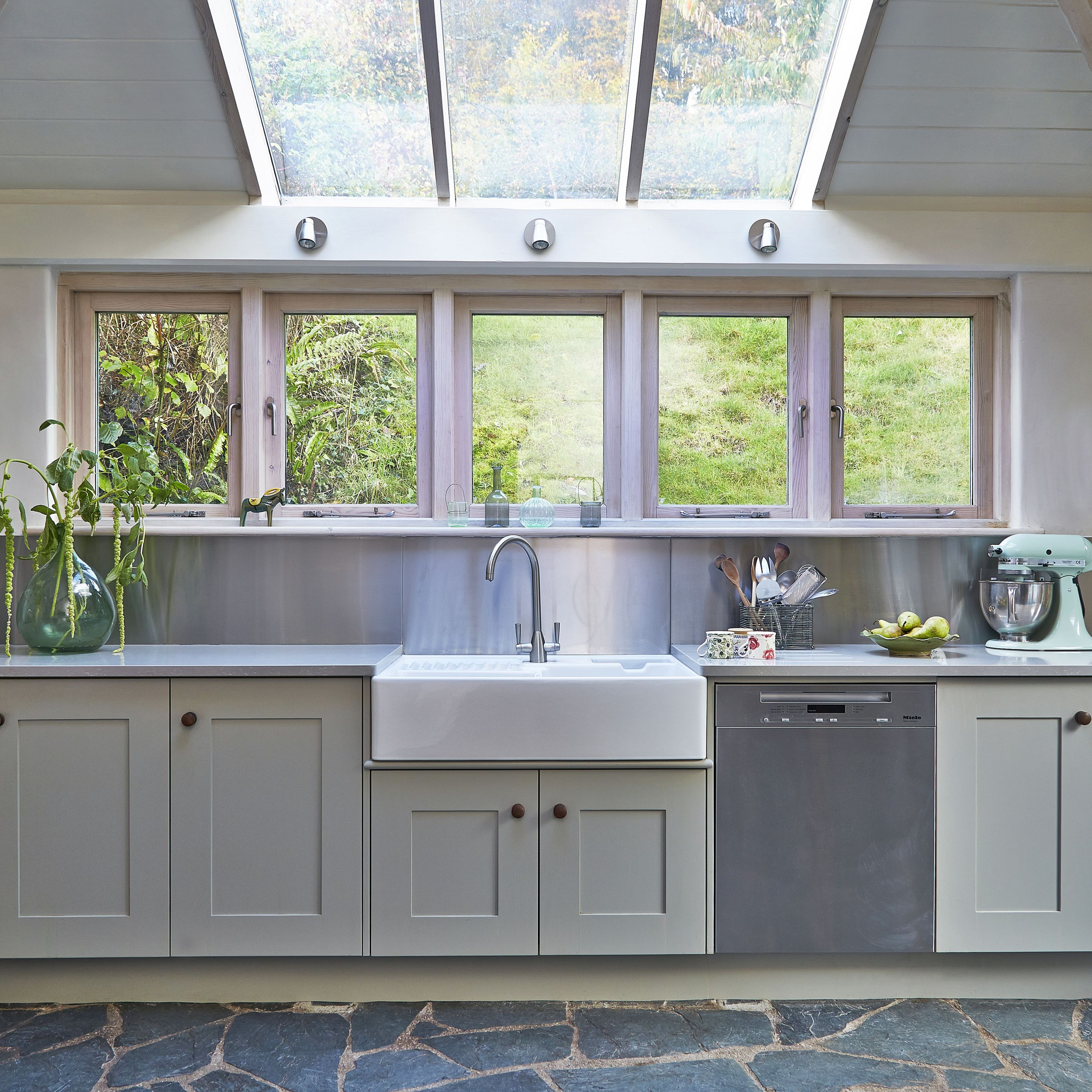 Bespoke Kitchen Design Painting classic and contemporary bespoke kitchen. hand crafted in devon