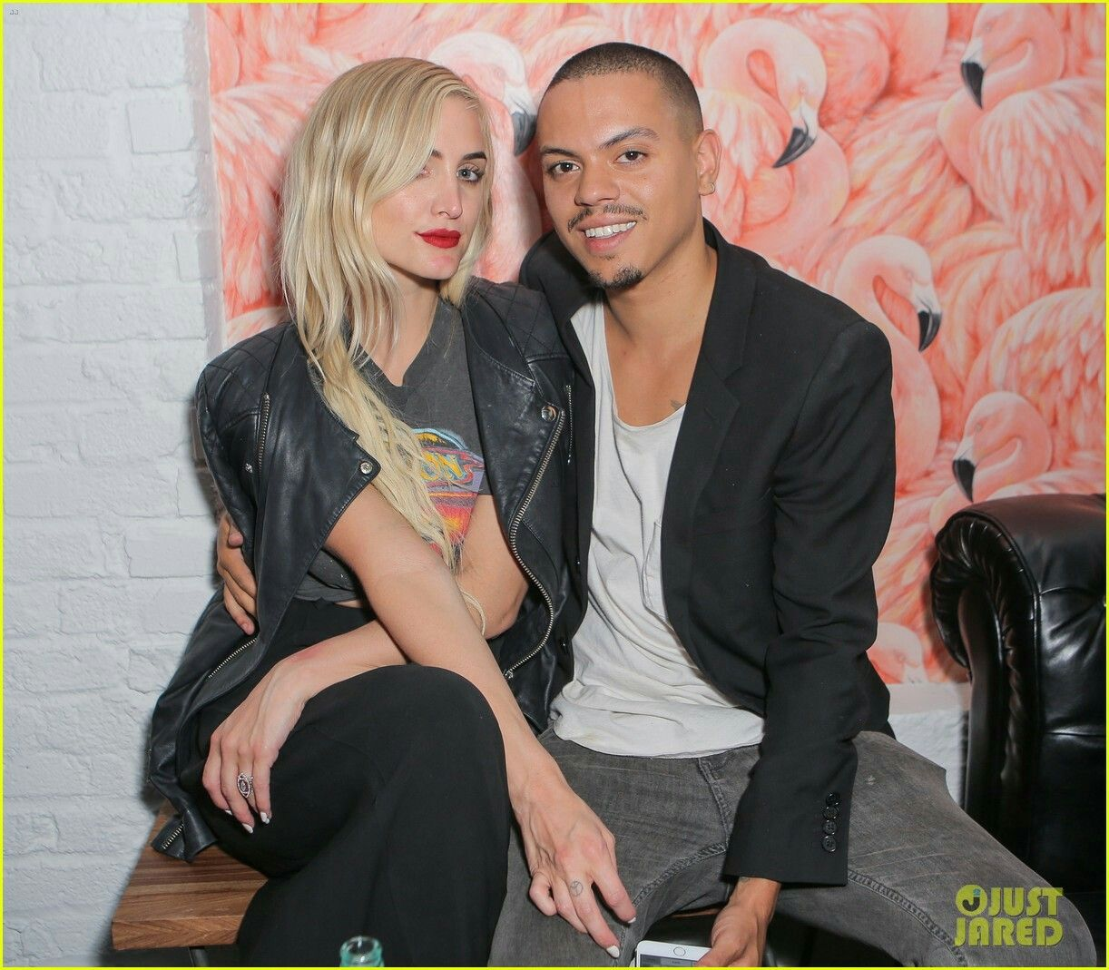 pictures Ashlee simpson ross cleavage