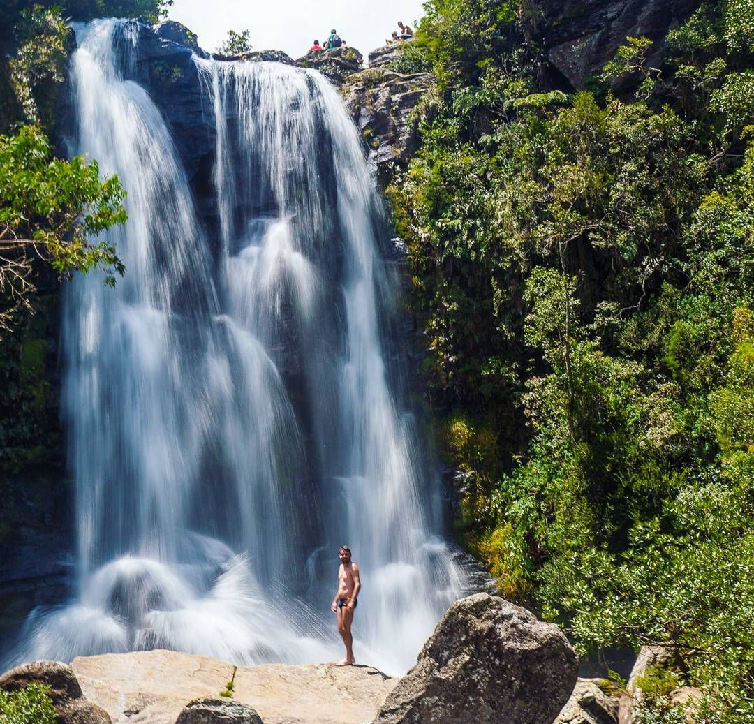 Cachoeira dos Garcias - Parque Serra do Papagaio      ____________________________            Dica: Quer sossego no carnaval? #Aiuruoca é uma excelente pedida! A cidade se gaba por ter o 1 carnaval do Brasil que acontece uma semana antes do resto do país. Isso faz a cidade ficar morta durante os dias de folia. Carro aqui é essencial já que as cachoeiras são bem distantes umas das outras. Diria que o 4x4 é requisito mas vi até fusca chegando então.. depende do amor que você tem pelo seu…