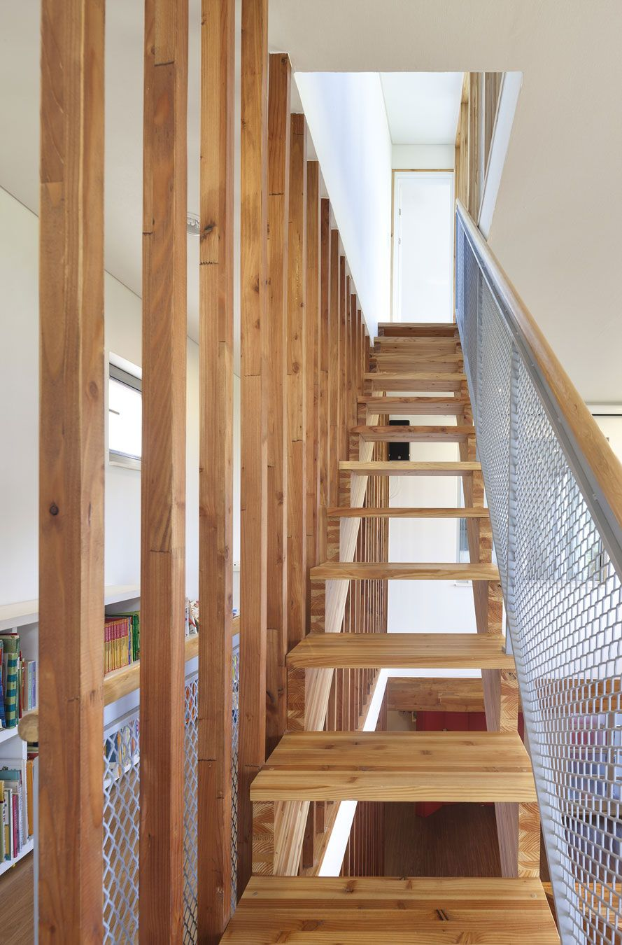 Wonderful Contemporary Home Wrapped By Wooden Surface: Minimalist Panorama  House Moon Hoon Staircase Design Integrating Wooden Stesp Wall Ha. Good Ideas