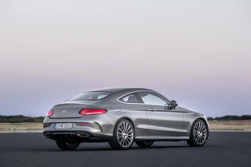 Mercedes Benz C Coupe Vozni Uzitki Odeti V Kroj Visoke Mode