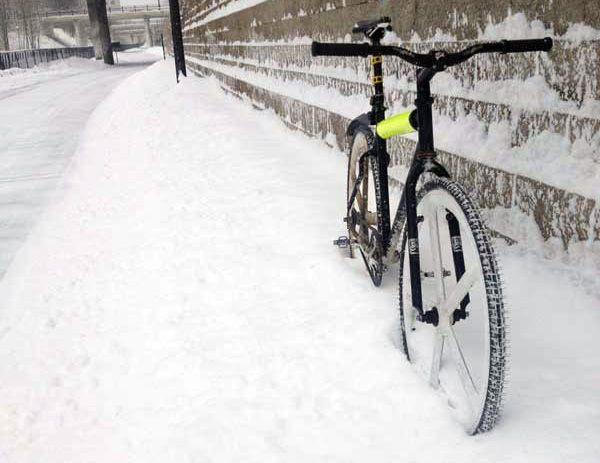Winter Bike Commuting 12 Ride Safe Tips Commuter Bike Winter