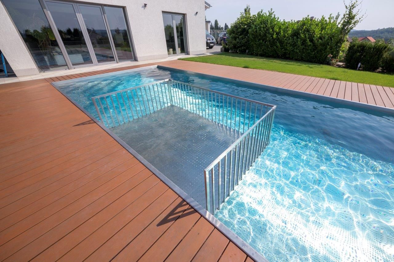 Stainless steel swimming pool Imaginox with childen paddling ...
