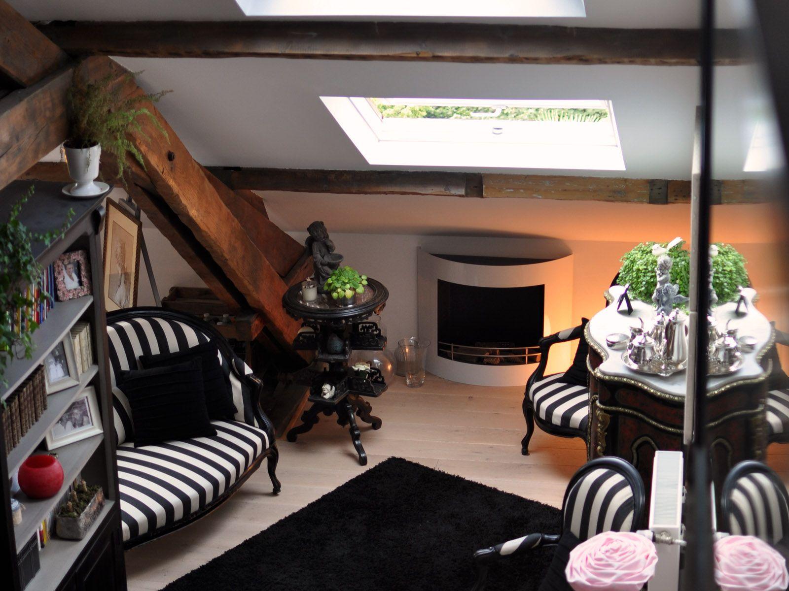 Un Appartement Recupere Dans Des Chambres De Bonne Chambre De Bonne Interieur Maison Ensemble De Chambre
