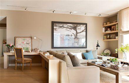 Sal n en tonos beige con mesa de trabajo home is where for Escritorios para salon