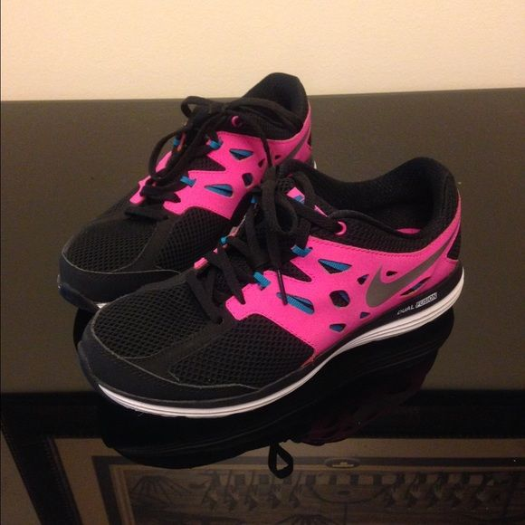 b9197fdc7178b Nike Dual Fusion Lite Running Shoes Nike running shoes that has only been  worn TWICE. Has pink