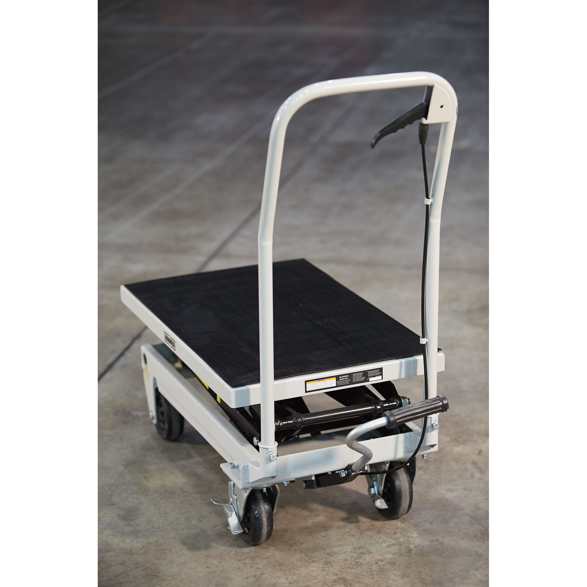 This Roughneck® 2-Speed Rapid Lift XT Lift Table is a hydraulic