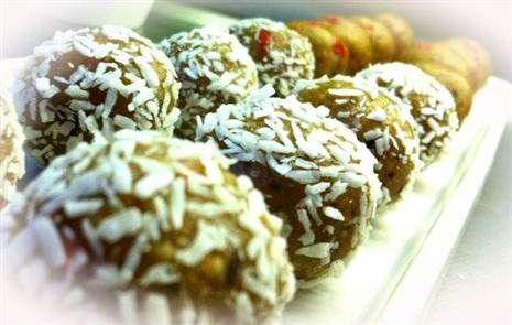 Krämiga cashewbollar med gojibär