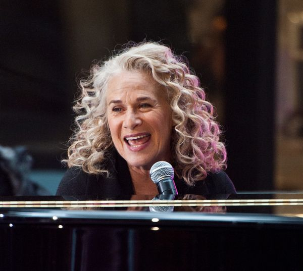 Who says you have to cut off your hair to barely there when you are a mature woman over 60? Just ask Carole King and she would say: check this out!  More on Carole King Hairstyle for Women Over 60