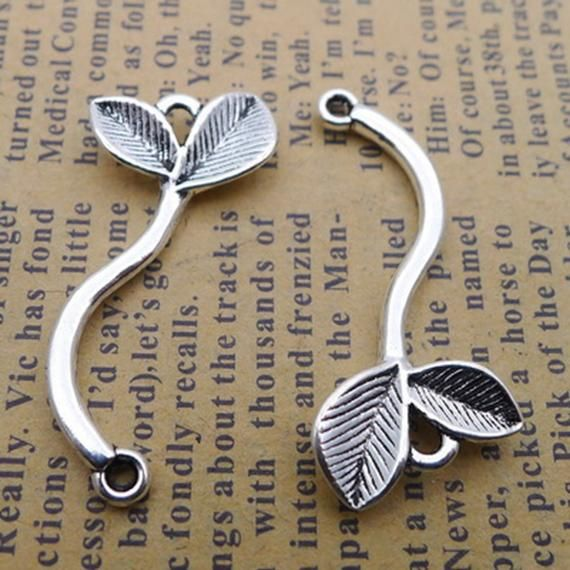 BULK 10 Leaf pendants antique silver tone L1