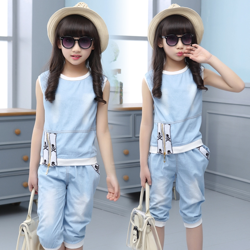 26.89$  Buy now - http://aliv72.shopchina.info/go.php?t=32808338516 - 2017 summer fashion trend of new children's clothing girls sleeveless shirt + zipper jeans two sets of promotions  #magazineonlinebeautiful