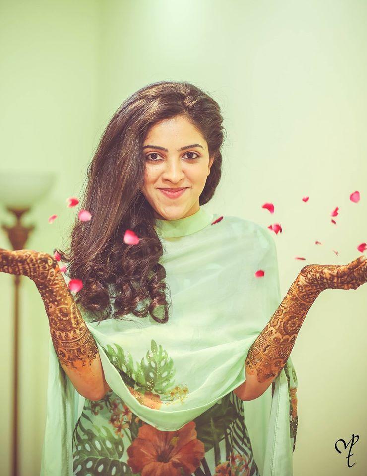 Great click by Manish&Tejas Photography, Delhi  #weddingnet #wedding #india #delhiwedding #indian #indianwedding #weddingdresses #mehendi #ceremony #realwedding #lehenga #lehengacholi #choli #lehengawedding #lehengasaree #saree #bridalsaree #weddingsaree #indianweddingoutfits #outfits #backdrops  #bridesmaids #prewedding #photoshoot #photoset #details #sweet #cute #gorgeous #fabulous #jewels #rings #tikka #earrings #sets #lehnga