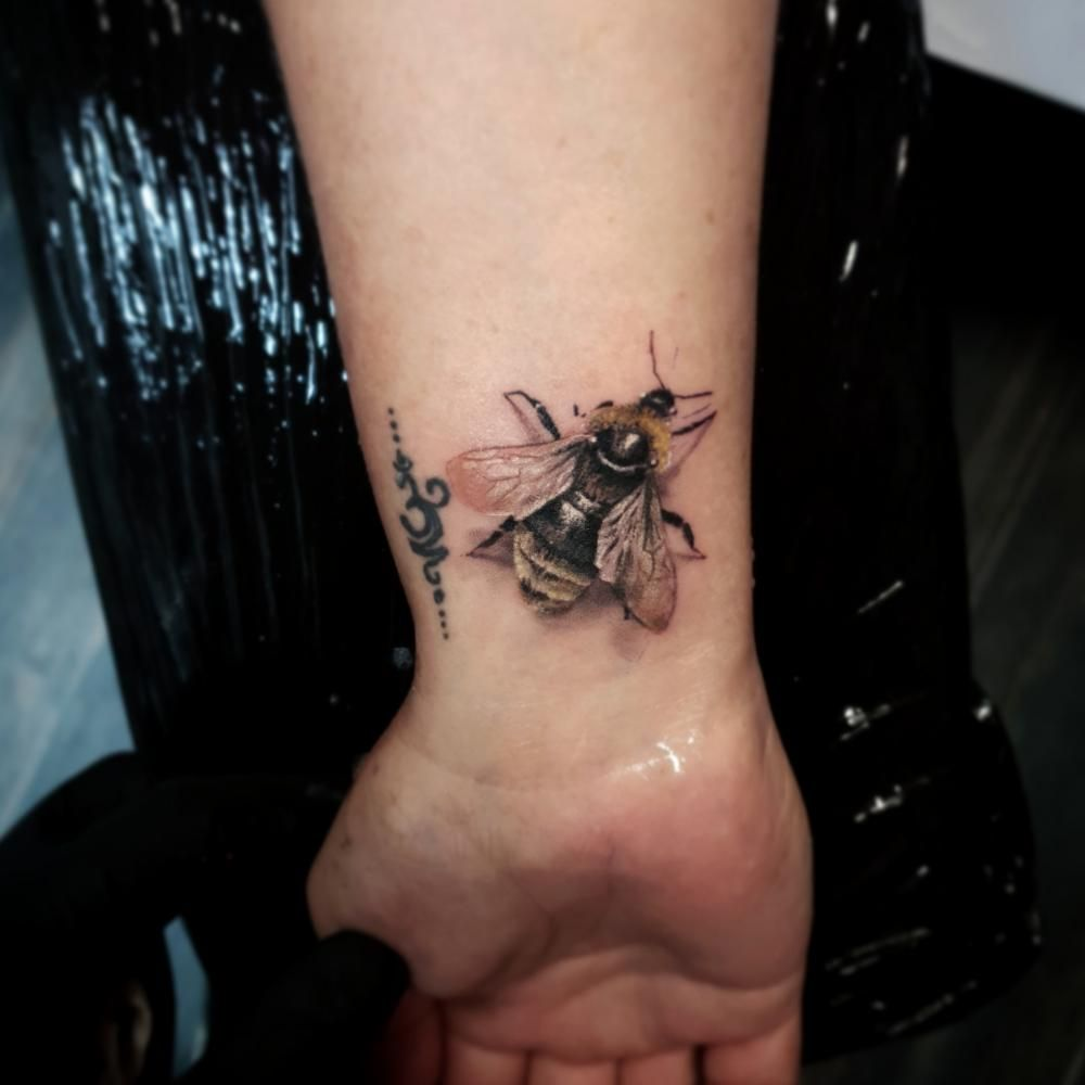 The bee represents the wise use of nature, not just the exploitation of it, and the wise application of industry and intelligence by a community. #ViacheslavSoloviov #TattooAwards #TattooIdeas #BeeTattoos #RealismTattoos #ColorTattoos