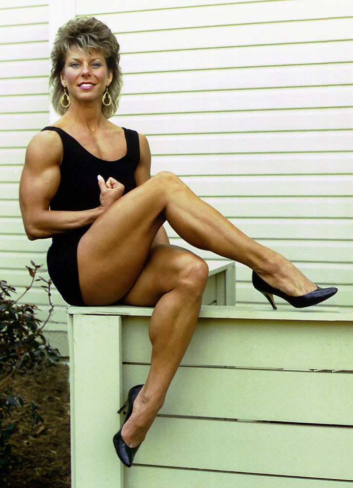 Muscular retro milfs