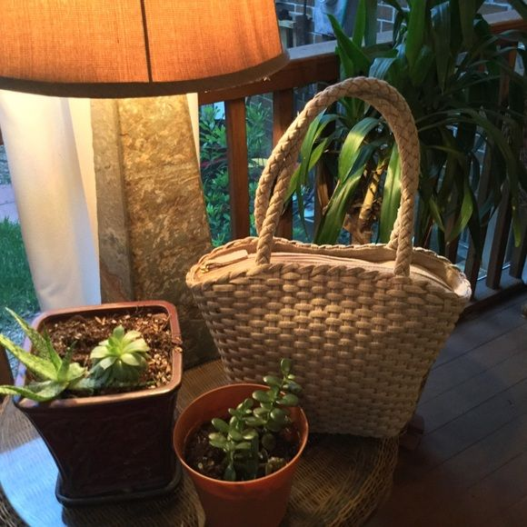 FiNaL PrIcE -TALBOTS 100% Woven Linen Handbag This lovely, mint condition woven linen handbag is of very high quality. You can see it in the craftmanship and feel it in the weight of the bag. It closes with a heavy to linen-tabbed zipper and has a zippered pocket with the Talbots tag inside. You will not be disappointed with this bag! It can be very dressy or worn with jeans - so versatile. Talbots Bags
