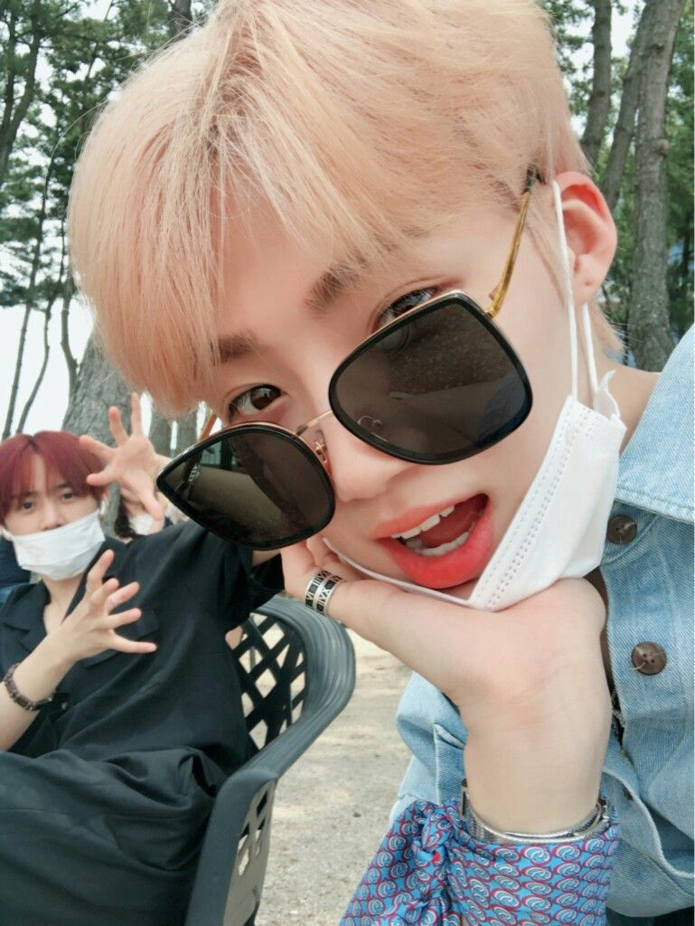 THE BOYZ (더보이즈) on Twitter in 2020 Square sunglasses
