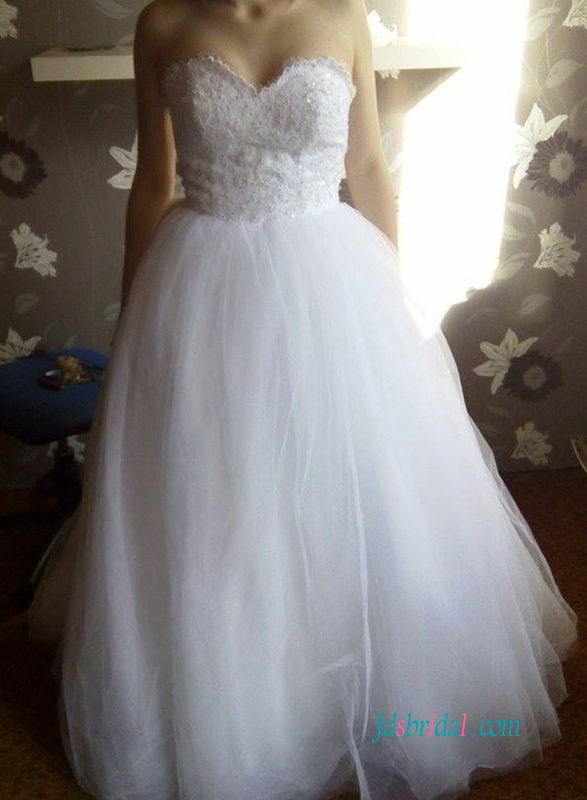 White sweetheart neckline tulle ball gown wedding dress | Ball Gown ...