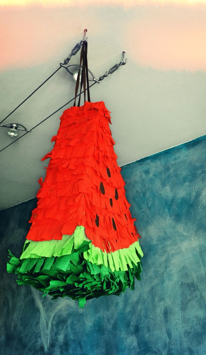 Watermelon piñata DIY