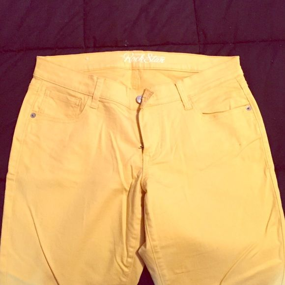 Old Navy Yellow Skinny Jeans Worn once, tight yellow skinny jeans. Great condition Old Navy Pants Skinny