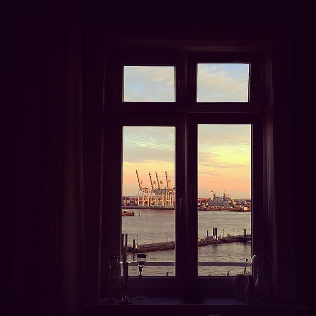 Wieder so ein schöner Abendhimmel ️️ #Hamburg #hh #hamburgliebe #welovehh #wearehamburg #hafen