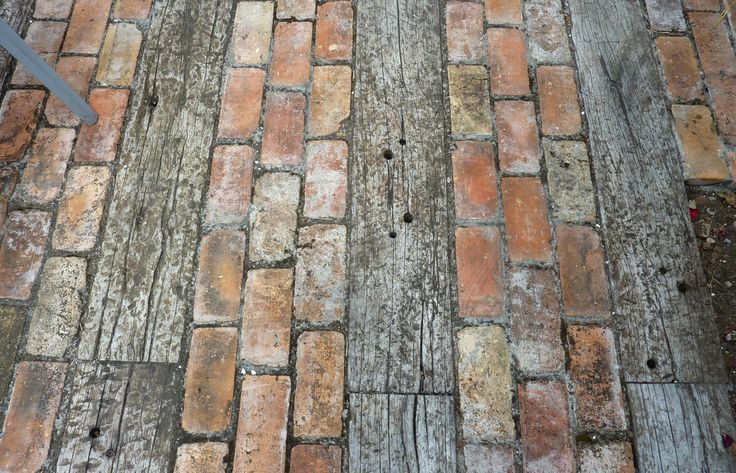 Paving from recycled timber and bricks #GardenIdeas #GardenStyle #gartenrecycling