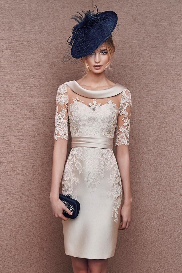 vestido corto de madrina color crema con manga confeccionado en