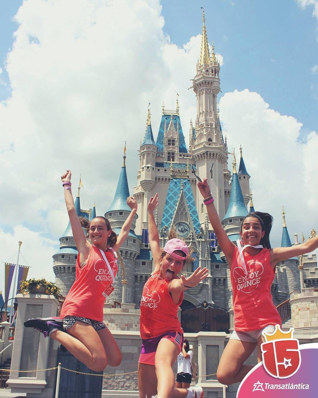 #momentoEnjoy15 es tu foto saltando en el castillo de #magicKingdom con tus #amigas