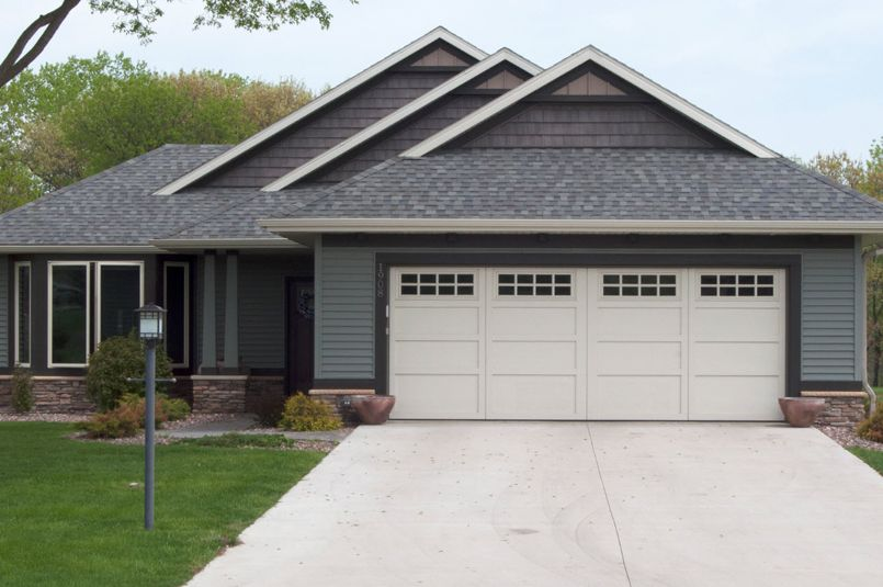 Traditional Home With The Perfect Garage Door Garage Doors