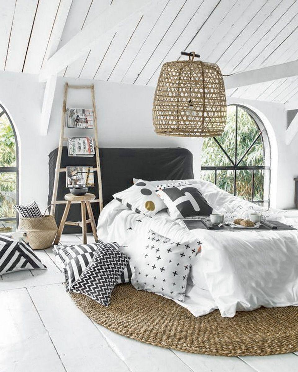 combles lambris chambre blanche tapis chambre osier chambre cosy decoration