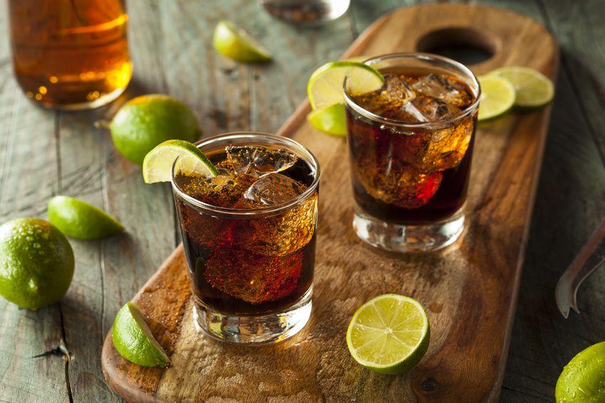 Cuba Libre | Die besten Rezepte findest Du auf Cocktail-Book.com #cubalibre